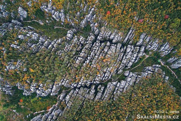 Teplickým skalním městem