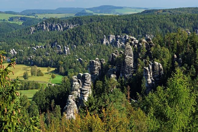 Úplná uzavírka silnice mezi Adršpašsko-teplickými skalami