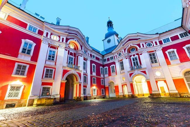 Noční hrané prohlídky broumovského kláštera rozehrají Aloisovy lapálie