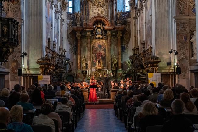 Výtěžek Zahajovacího koncertu 16. ročníku Za poklady Broumovska putuje na pomoc Moravě